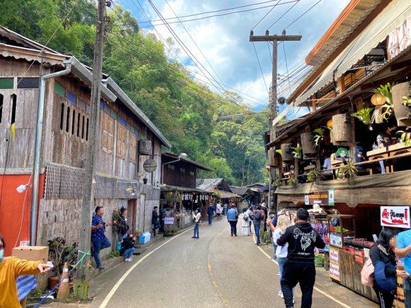 メーカンポン村のメインストリート