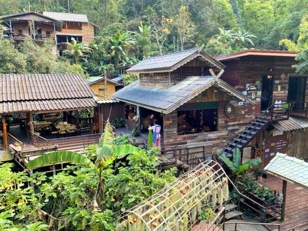 メーカンポン村の民家