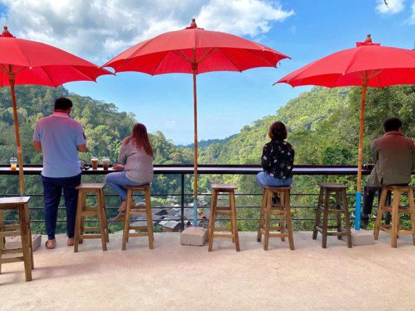 メーカンポン村のカフェ