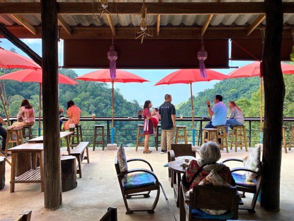 メーカンポン村のカフェ「チョムノック チョンマイ」1