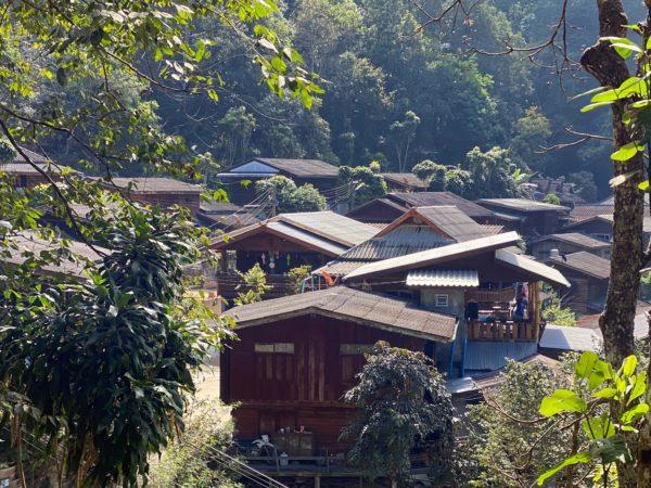 メーカンポン村の集落1