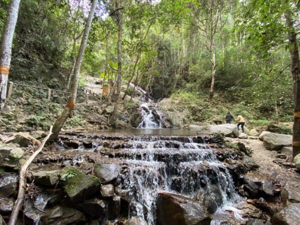 メーカンポン滝1