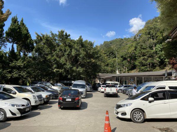 メーカンポン村の駐車場