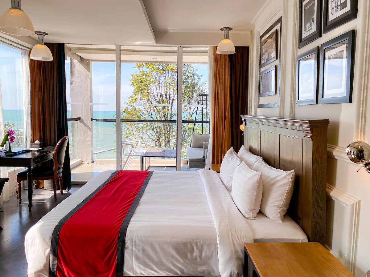 パタヤ モーダス ビーチフロント リゾート(Pattaya Modus Beachfront Resort)のデラックスオーシャンビュー客室1
