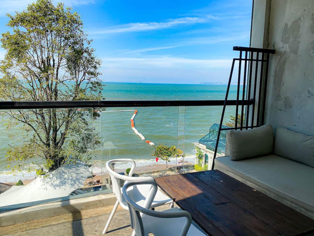 パタヤ モーダス ビーチフロント リゾート(Pattaya Modus Beachfront Resort)デラックスオーシャンビューのバルコニーから見える景色1