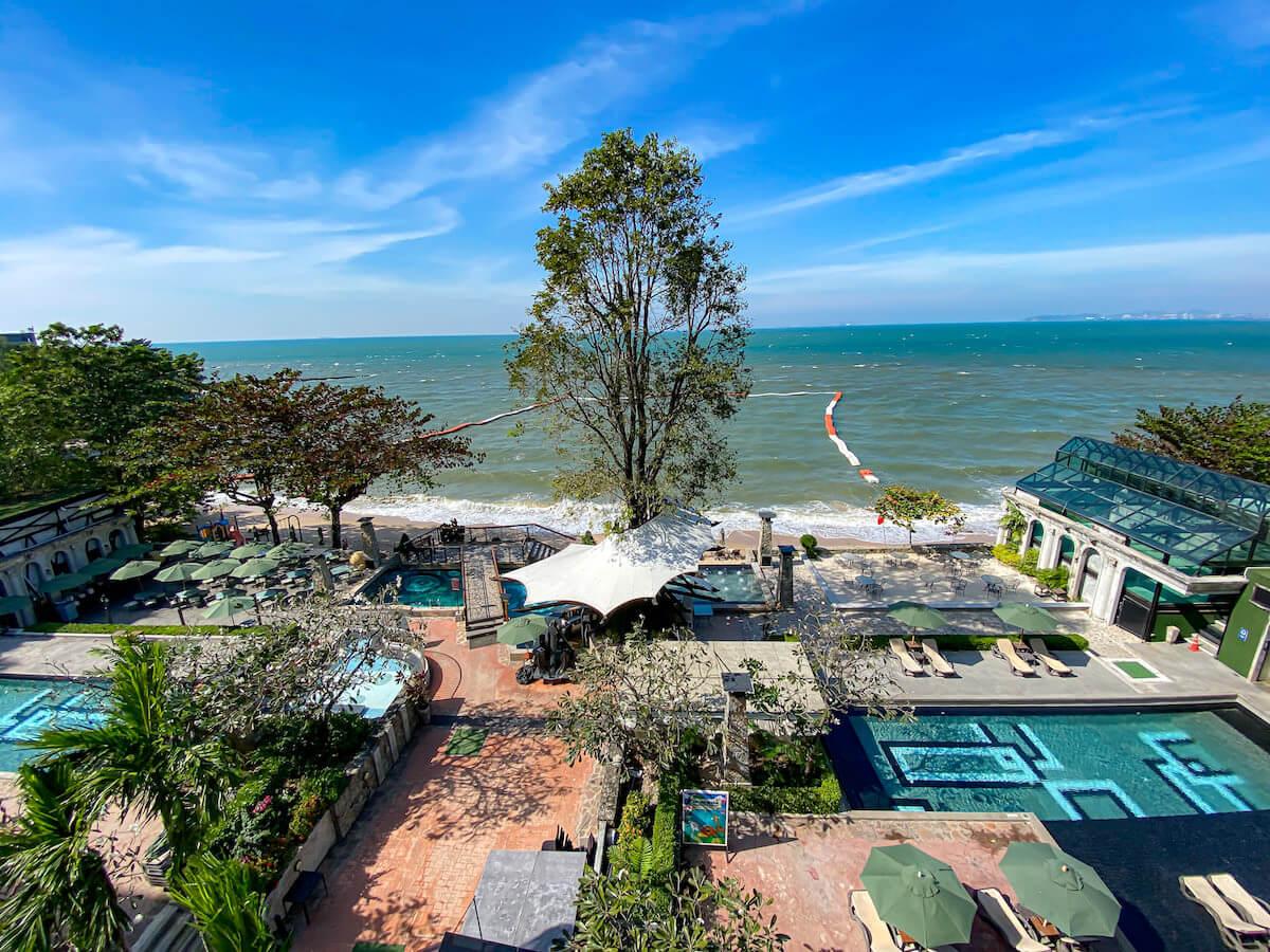 パタヤ モーダス ビーチフロント リゾート(Pattaya Modus Beachfront Resort)デラックスオーシャンビューのバルコニーから見える景色2