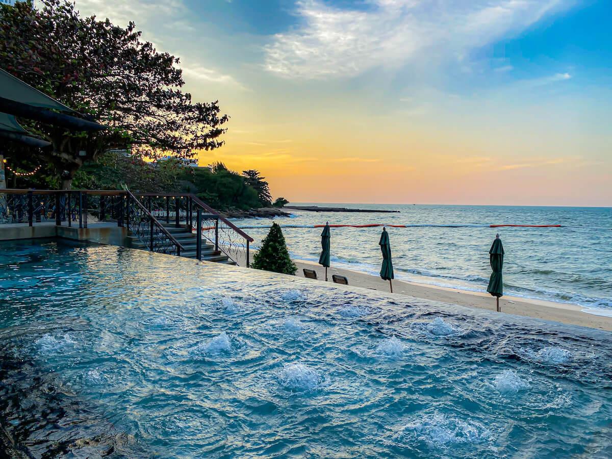 パタヤ モーダス ビーチフロント リゾート(Pattaya Modus Beachfront Resort)のジャグジープール