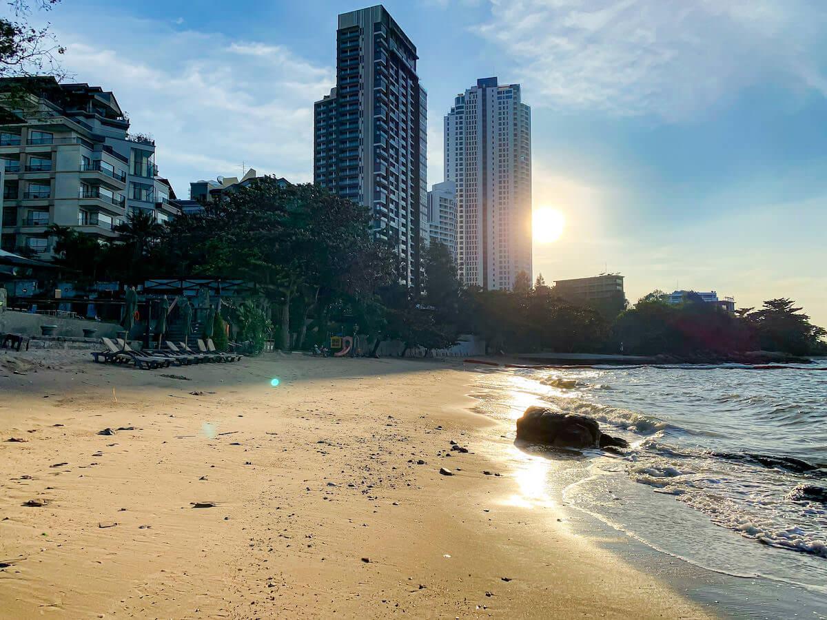 パタヤ モーダス ビーチフロント リゾート(Pattaya Modus Beachfront Resort)のプライベートビーチ3