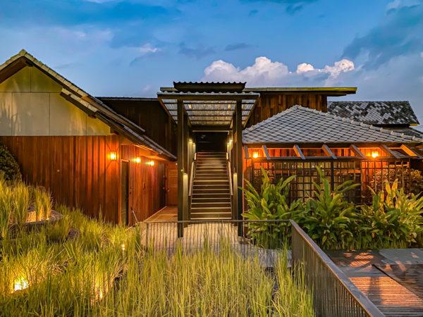 ザ チェンマイ オールドタウン ホテル(The Chiang Mai Old Town Hotel)の水田オブジェと家屋風ヘリテージハウス