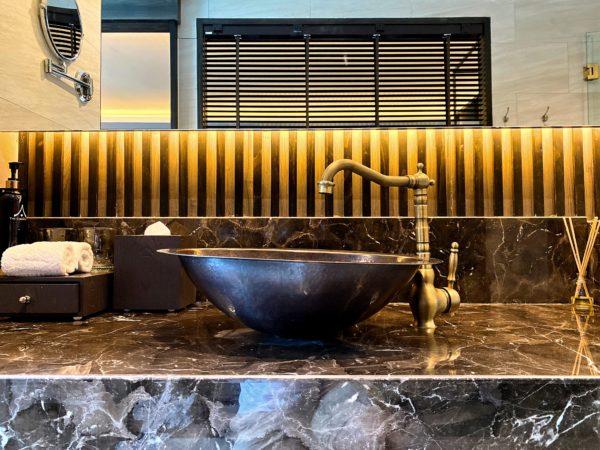 ザ チェンマイ オールドタウン ホテル(The Chiang Mai Old Town Hotel)客室シャワールームの洗面台