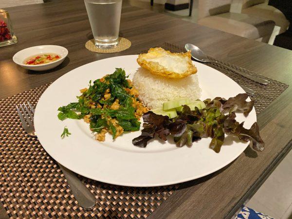 ザ チェンマイ リバーサイド(The Chiang Mai Riverside)のレストランで食べたガパオライス