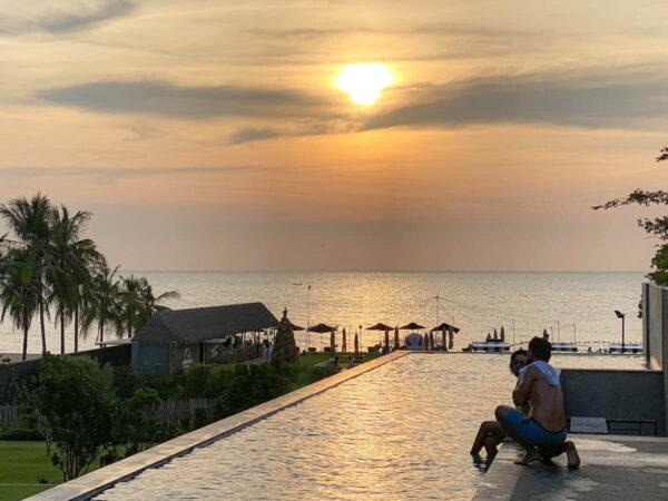 アナアナン リゾート アンド ヴィラズ パタヤ(Ana Anan Resort and Villas Pattaya)のインフィニティプール
