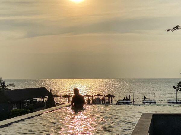 アナアナン リゾート アンド ヴィラズ パタヤ(Ana Anan Resort and Villas Pattaya)のインフィニティプール3