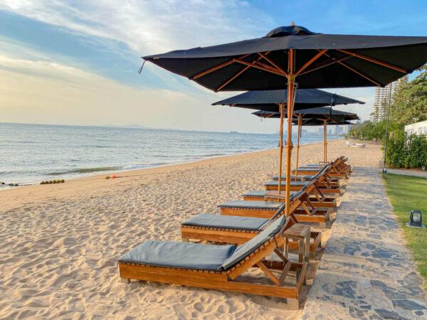 アナアナン リゾート アンド ヴィラズ パタヤ(Ana Anan Resort and Villas Pattaya)のプライベートビーチ1