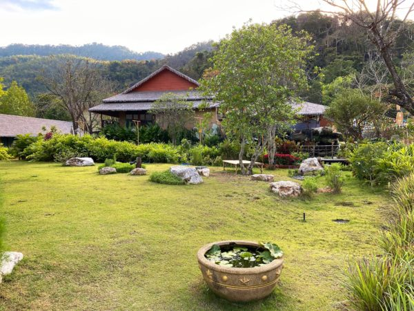 イサーン イサン ブティック リゾート バイ アンダキュラ(Isaan-Isan Boutique Resort by Andacura)の中庭2