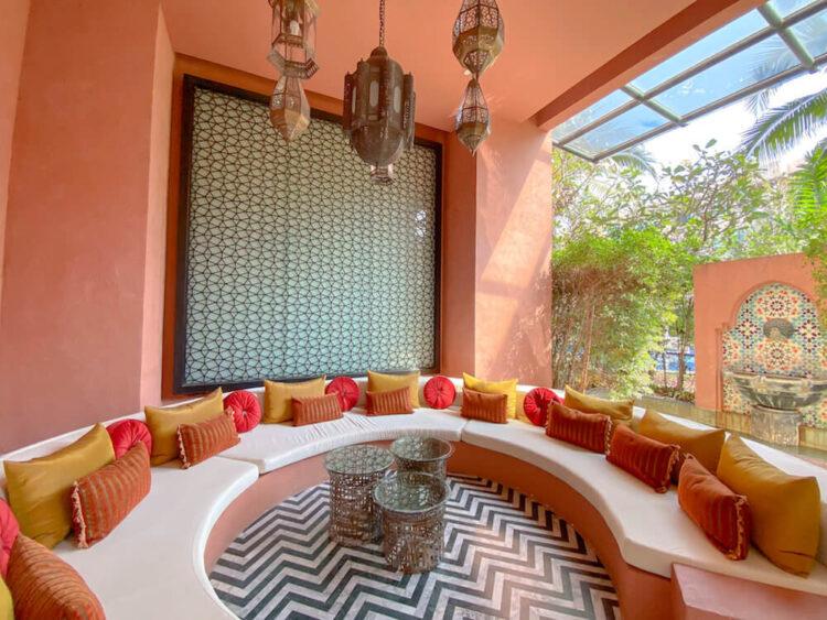 マラケシュホアヒン リゾート アンド スパ(Marrakesh Hua Hin Resort and Spa)のロビーにあるソファー
