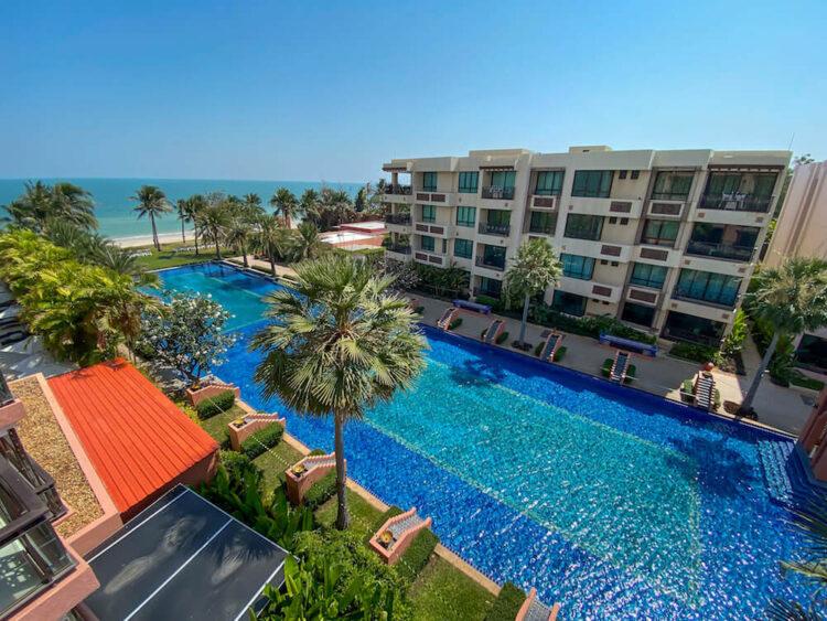 ジュニアスイートプールビュー(Junior Suite Pool View)のバルコニーから見える景色