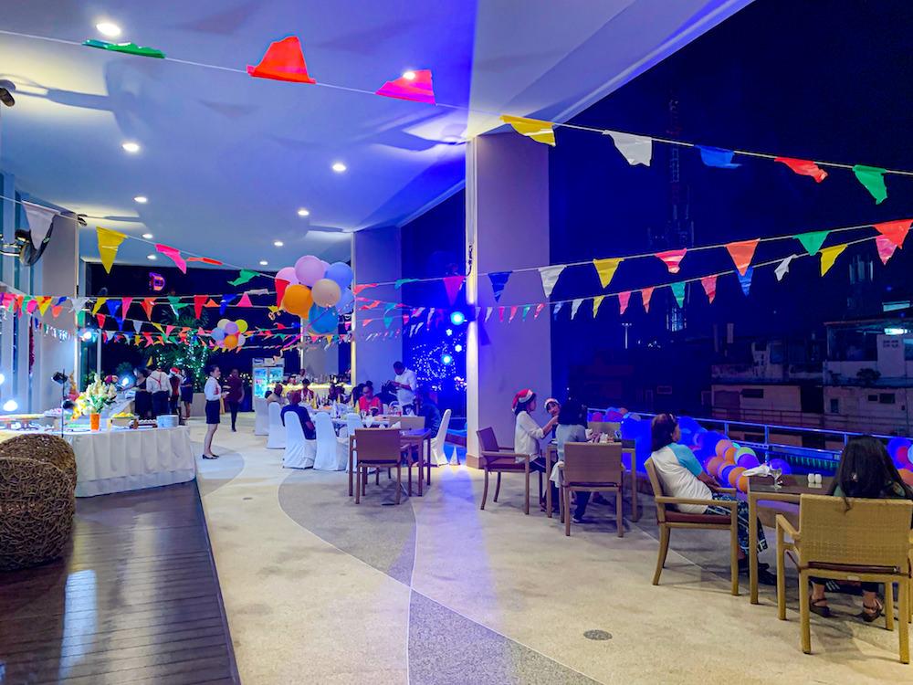 バリハイ ベイ レジデンス(Balihai Bay Residence)の屋外レストラン