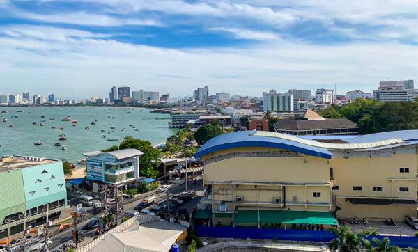 バリハイ ベイ レジデンス(Balihai Bay Residence)のプレミアムオーシャンビューのバルコニーから見える景色