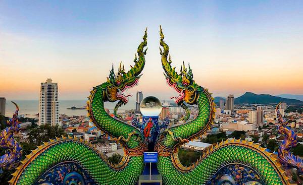 ワット・カオ・プラ・クルー(Wat Khao Phra Khru / สำนักสงฆ์เขาพระครู)のドラゴンと水晶