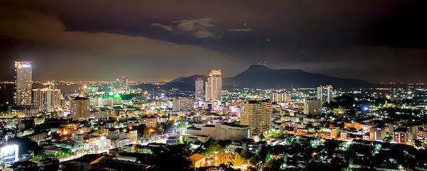 ワット・カオ・プラ・クルー(Wat Khao Phra Khru / สำนักสงฆ์เขาพระครู)から見える夜景2