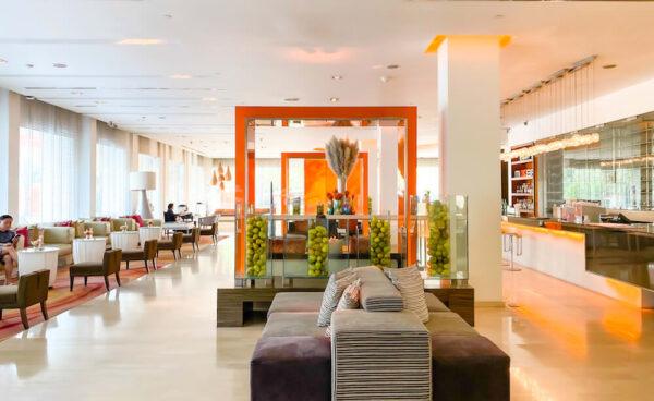 デュシット D2 ホテル(Dusit D2 Chiang Mai Hotel)のエントランスロビー2