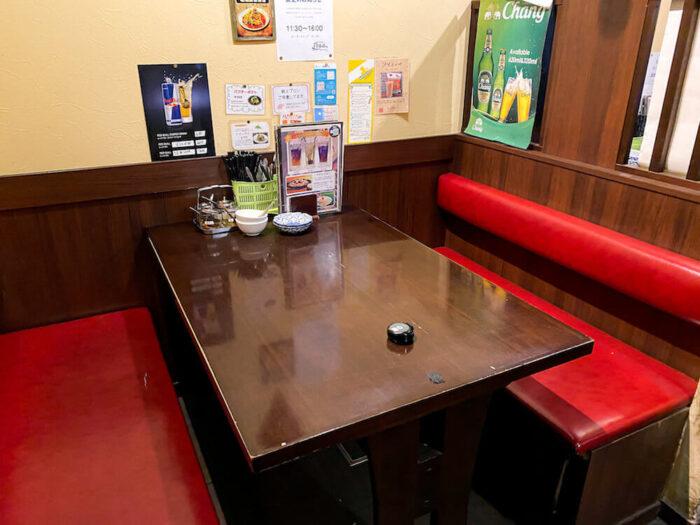 ガムランディーのテーブル席