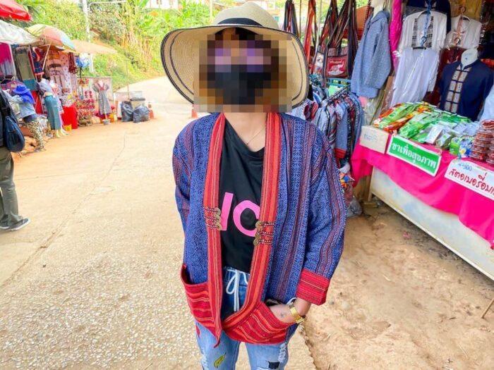 モンチェムにあるモン族の雑貨屋で買ったモン族衣装