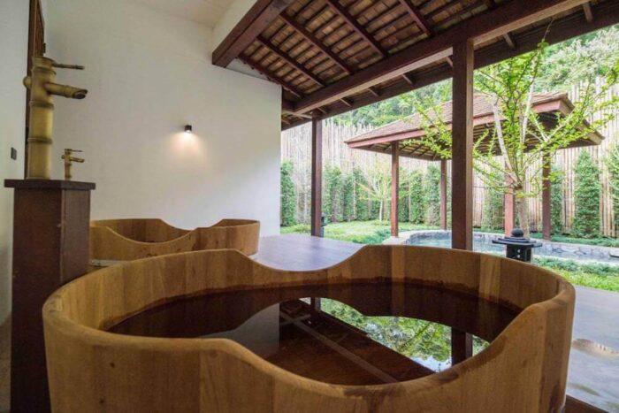 オンセン アット モンチェム(Onsen @ Moncham)の檜風呂