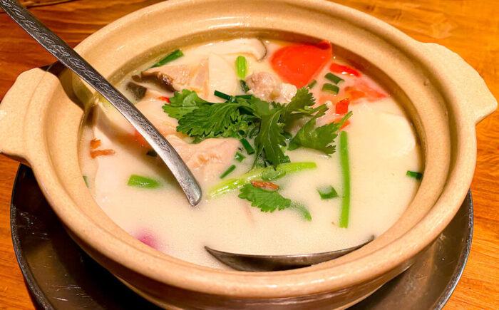 タイ料理「カオサン」で食べたトムカーガイ