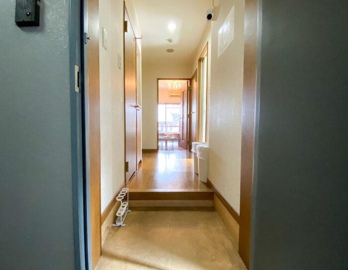1ルームマンションタイプ個室寮の玄関