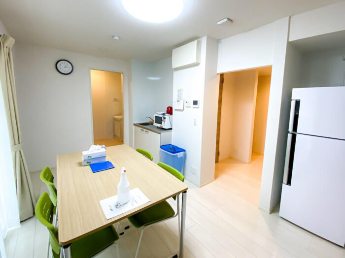 一部共用タイプ個室寮のリビングダイニングキッチン