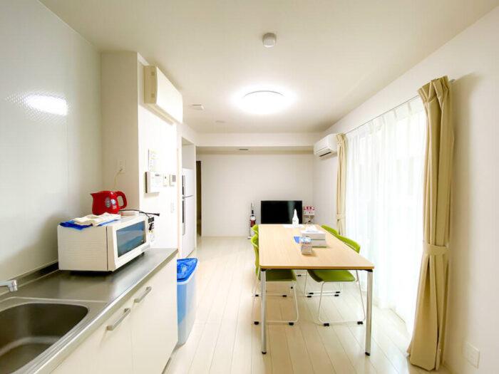 一部共用タイプ個室寮のリビングダイニングキッチン2