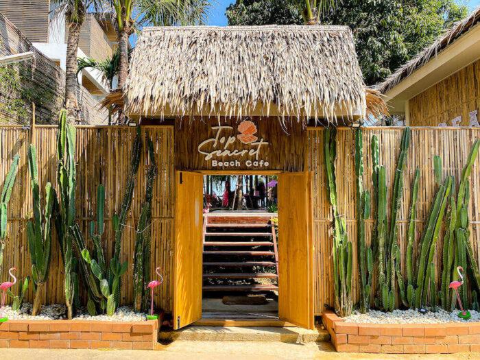 トップ・シークレット・ビーチ・カフェ(Top Seacret Beach Cafe)の入り口