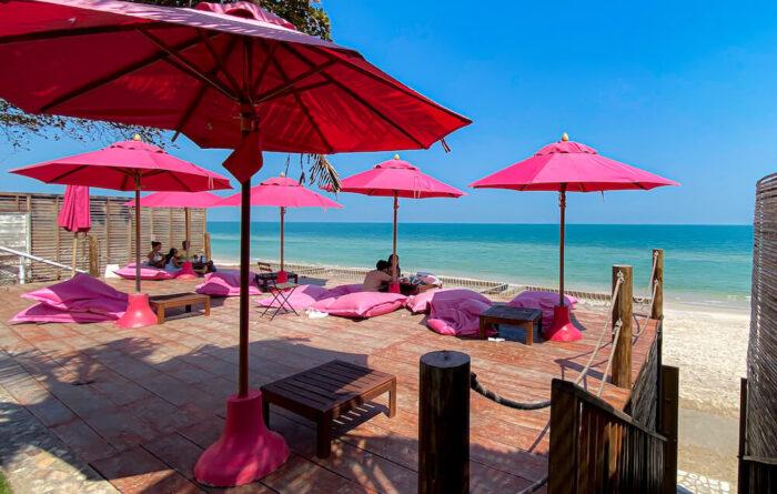 トップ・シークレット・ビーチ・カフェ(Top Seacret Beach Cafe)のビーチフロントテラス