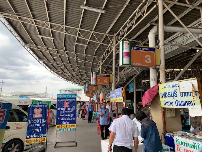 バンコク南バスターミナル1階のミニバス乗り場