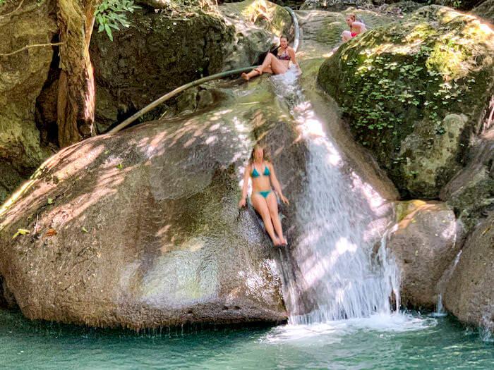 エラワンの滝4段目にある天然の滑り台