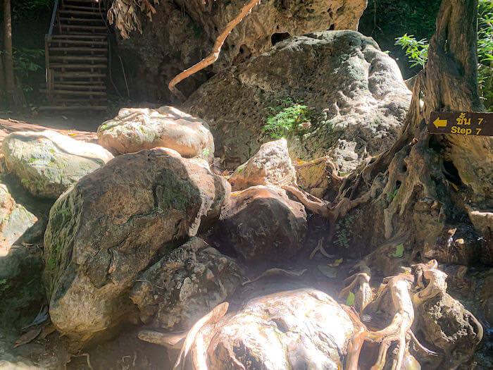 エラワンの滝7段目への道中