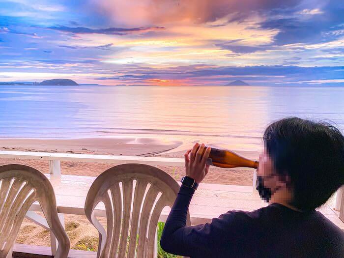 ドゥワンチャンのテラス席で飲むビール