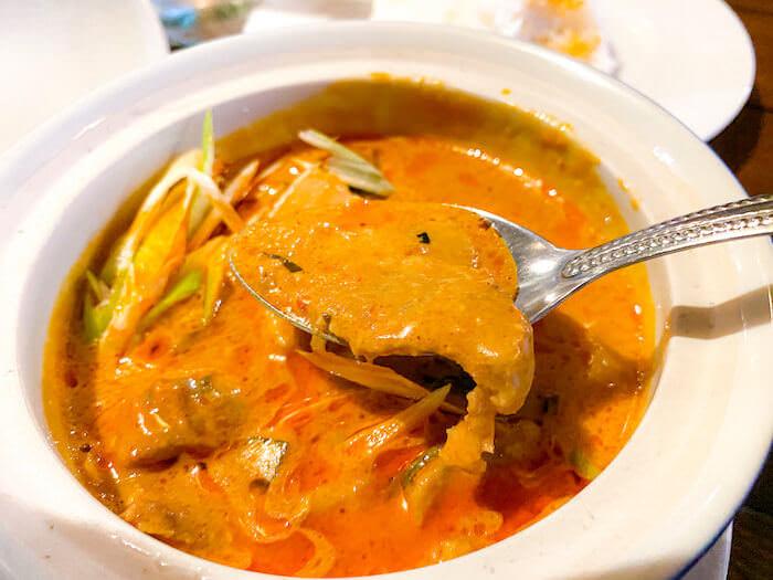 ドゥワンチャンで食べたココナッツレッドカレー2