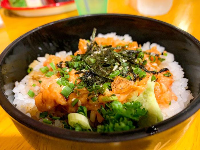 サムライキッチンで食べたネギトロサーモン丼