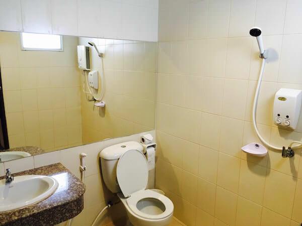 777 ホームテル (777 Hometel)のシャワールーム