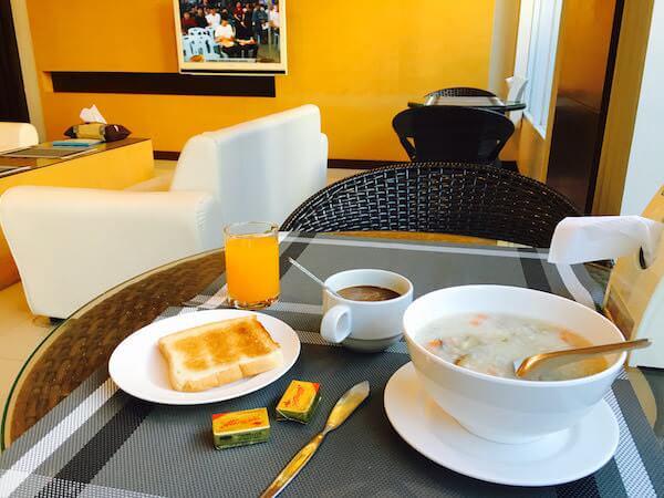 777 ホームテル (777 Hometel)の朝食2