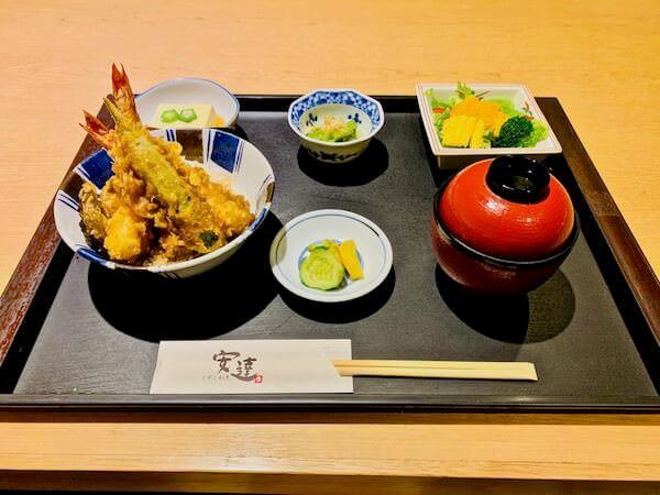 安達(Adachi Japanese Restaurant)の天丼定食