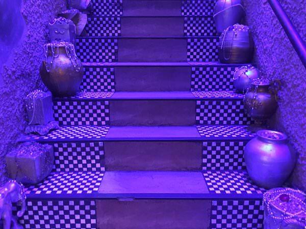 アリババ入り口の階段2