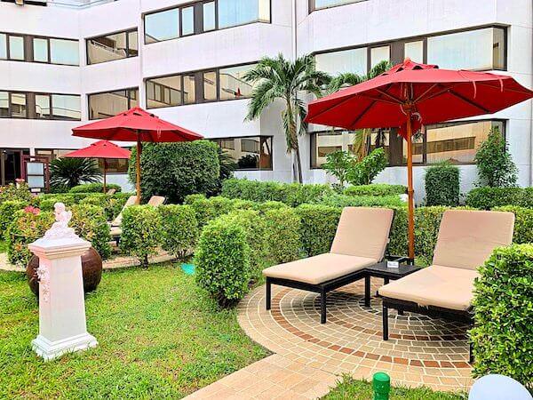 アマリ ドンムアン エアポート バンコクホテル(Amari Don Muang Airport Bangkok Hotel)のプールサイド中庭