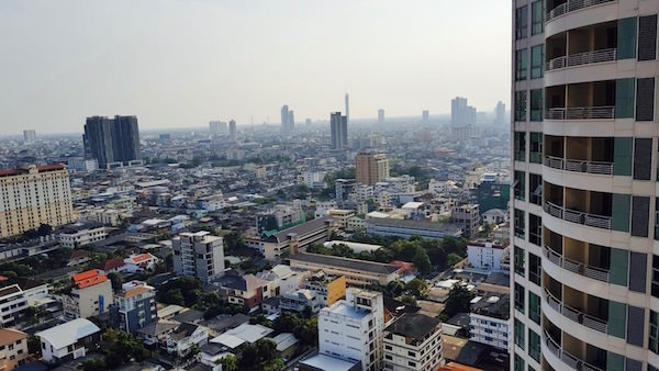 アナンタラ サトーン サトーン バンコク ホテルのバルコニーから見える景色
