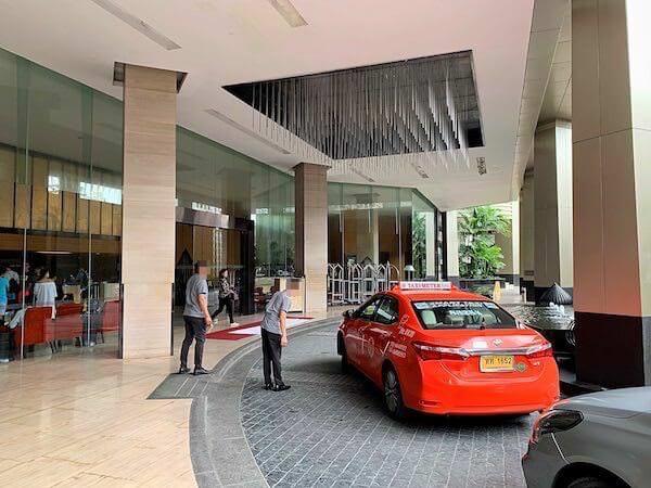 アナンタラ サトーン バンコク ホテル(Anantara Sathorn Bangkok Hotel)のタクシー乗り場