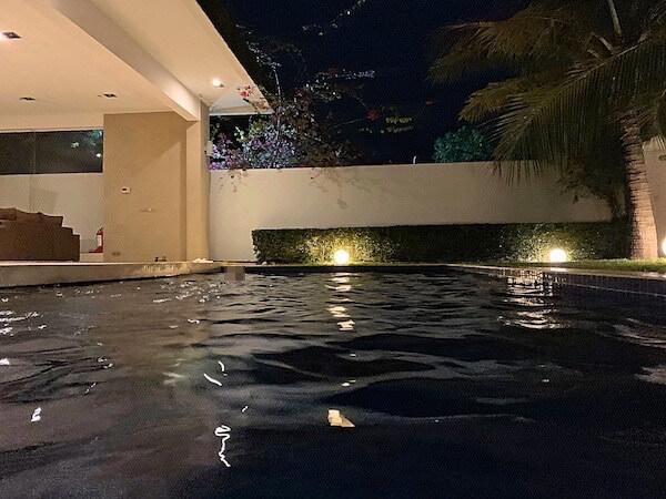 アンコール ランデブー(Angkor Rendezvous)の夜のプライベートプール