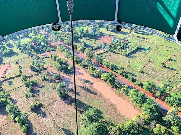 上昇中の気球ゴンドラから見える風景3